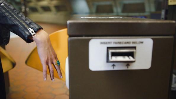 Ubahn-Tickets könnten in Zukunft mit dem Ring bezahlt werden, lautet die Vision von MasterCard. (Bild: MasterCard)
