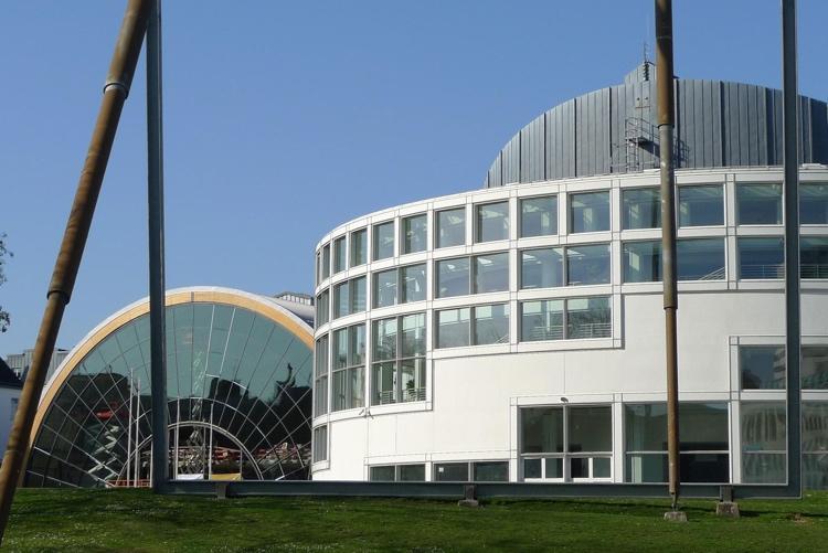 Die erste Online-Marketing-Konferenz Bielefeld findet in der örtlichen Stadthalle statt.