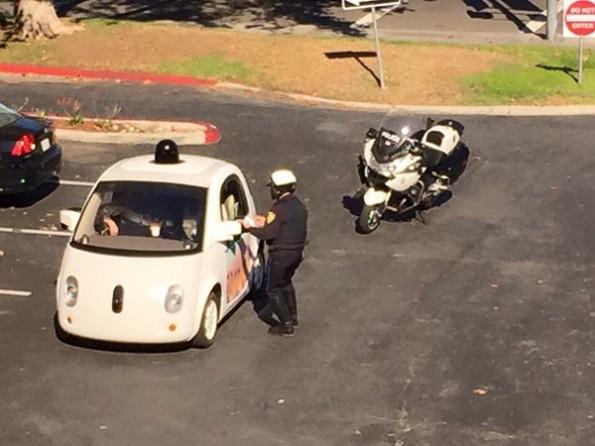 Eins der selbstfahrenden Autos von Google wurde angehalten – weil es zu langsam fuhr. (Foto: Google)