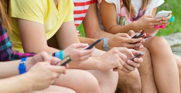Über 80 Prozent der 14- bis 29-Jährigen setzen auf Messenger wie WhatsApp, um mit ihren Mitmenschen zu kommunizieren. (Foto: Shutterstock