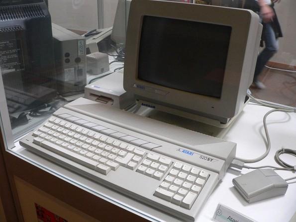 Wem Macintosh oder PC Weihnachten 1985 zu teuer waren, der griff zum Atari ST. (Foto: Rama / Wikimedia Commons)