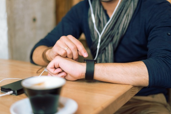 Wearables wie smarte Uhren oder auch Fitnesstracker werden 2016 verstärkt zum Ziel von Cyber-Angreifern. (Foto: Shutterstock.com)