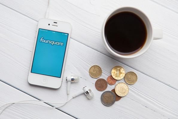 Früher auf jedem Handy, heute immer weniger gesehen: Die App Foursquare. (Foto: George Dolgikh / Shutterstock.com)