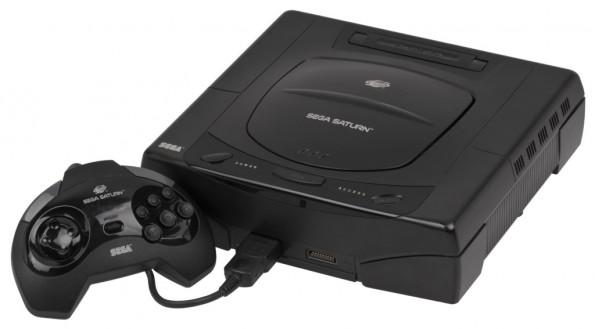 Weihnachten 1995 mussten sich Zocker zwischen der Sony PlayStation und dem Sega Saturn entscheiden. (Foto: Evan-Amos / Wikimedia Commons)