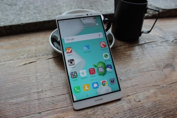 Trotz seines Sechs-Zoll-Displays nicht größer als das iPhone 6s Plus. (Foto: t3n)