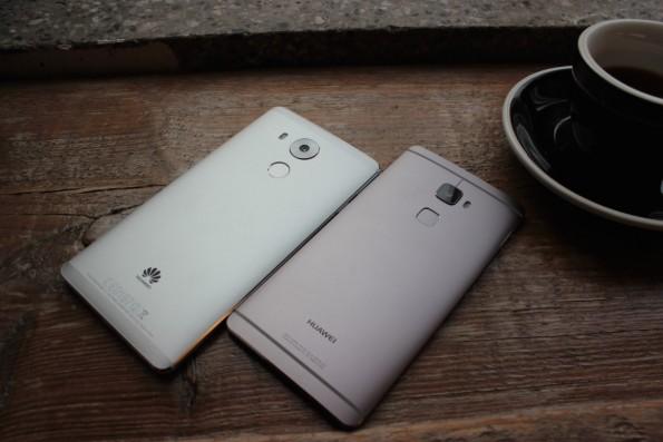 Huawei im Dpalepack 2: Mate 8 (links) und sein kleiner Bruder, das Mate 2. (Foto: t3n)