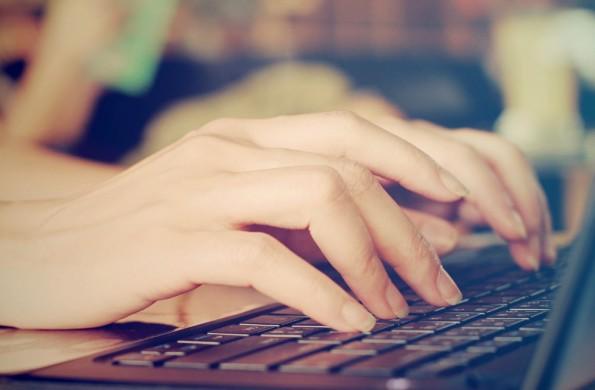 10-Finger-Schreiben ist beliebt. Trotzdem tippt es sich dadurch nicht immer schneller. (Foto: Shutterstock)