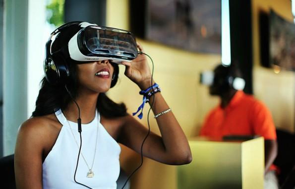 """""""Echte"""" VR-Erlebnisse können Besucher des Flagship-Stores Samsung 837 machen. (Bild: Samsung)"""