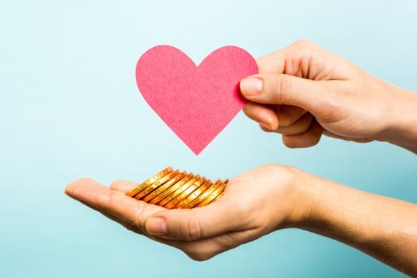 Wer positiv und inklusiv formuliert, kann auf Erfolg beim Crowdfunding hoffen. Momentan machen das Frauen besser als Männer. (Foto: Shutterstock.com)