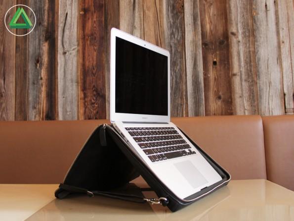 Nackenfreundlich arbeiten: Die Notebook-Tasche Helcy. (Foto: Helcy)