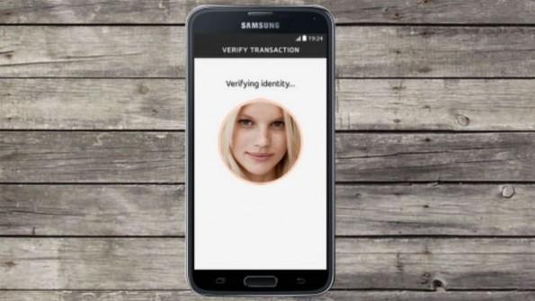 Im Sommer führt Mastercard die Authentifizierung über Selfies auch in Deutschland ein. (Bild: Mastercard)