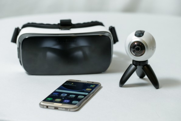 Mit der Gear 360 hat Samsung in Barcelona eine 360-Grad-Kamera präsentiert, mit der sich Inhalte für Virtual Reality produzieren lassen. (Foto: Samsung)