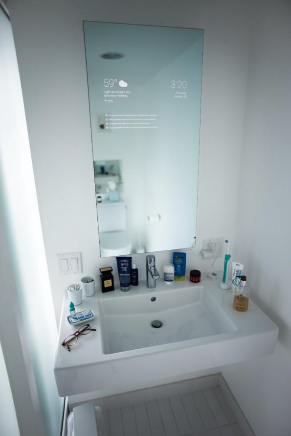 smart mirror eleganter spiegel zeigt aktuelle nachrichten. Black Bedroom Furniture Sets. Home Design Ideas