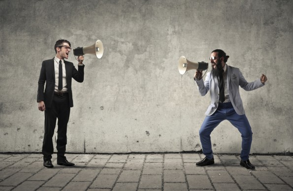 Social-Media-Monitoring lässt dich wissen, was deine Kunden über dich denken. (Grafik: Shutterstock-Ollyy)