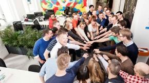 """Pizza bestellen, früh Feierabend machen: So könnt ihr am """"Tag der Anerkennung für Mitarbeiter"""" dem Team danken"""