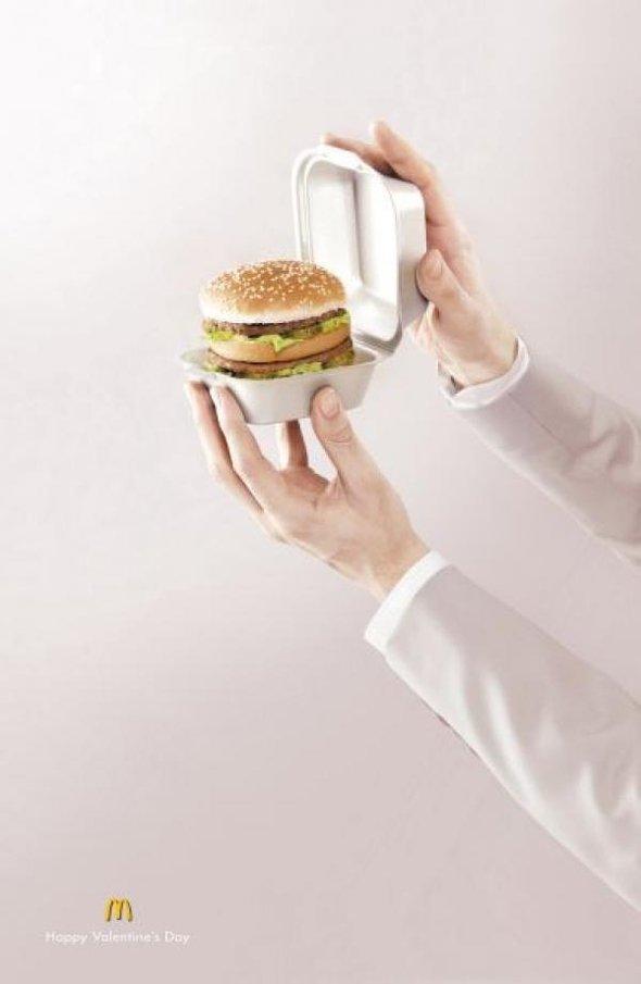 Den Burger kann sich die Dame wohl schlecht über den Ringfinger ziehen (Bild: Business Insider)