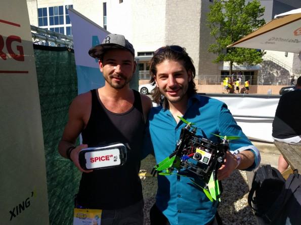 Das Team von SpiceVR mit seiner neuartigen Drohne. (Foto: t3n)