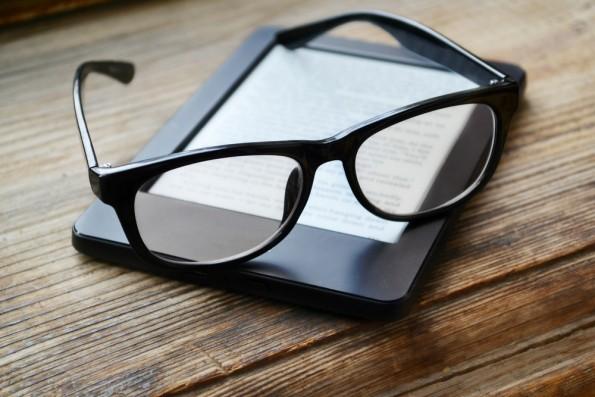 Amazon: Besitzer älterer Kindle-Modelle sollten jetzt das Update auf die neuste Software-Version anschieben. (Foto: Shutterstock)