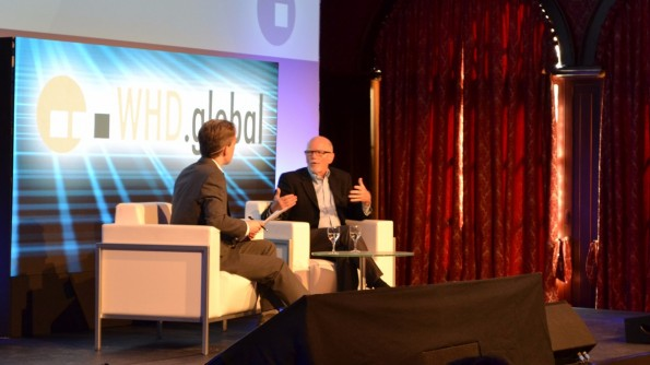 Stephen Baxter im Gespräch mit WHD.global-Moderator Tom Fox. (Foto: Jochen G. Fuchs/t3n)