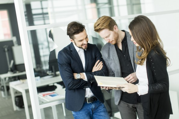Leadership im digitalen Zeitalter: Mitarbeiter wollen heute keine Befehle empfangen, sondern in Entscheidungen eingebunden werden. (Foto: Shutterstock.com)