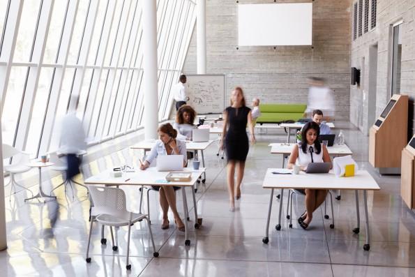 Mitarbeiter motivieren: Manch ein Team-Mitglied bevorzugt Einzelbüros, ein anderes Open-Spaces. Wiederrum andere Mitarbeiter sind produktiver bei der Heimarbeit. (Foto: Shutterstock-Monkey Business Images)