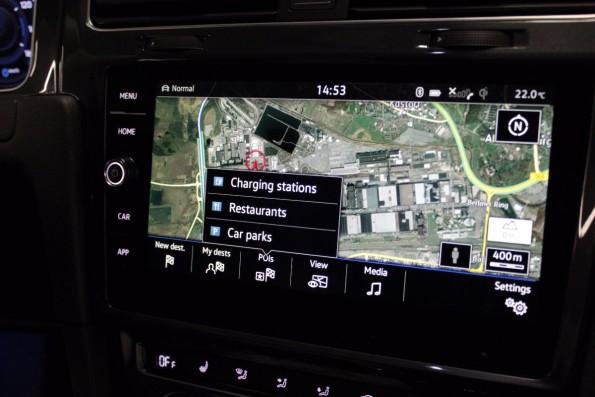 online-navigation-e-golf-touch-infotainment-system-9785