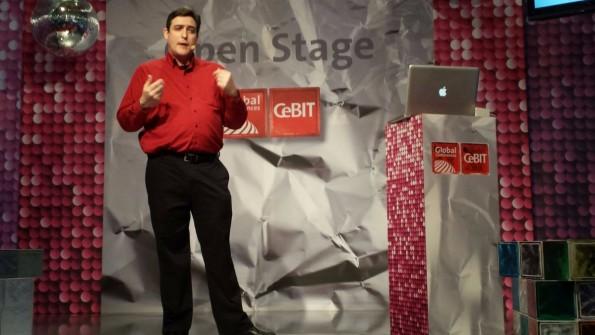 """Stephen Cass auf der CeBIT: """"Science-Fiction kann den Rahmen neuer Visionen abstecken."""" (Foto: t3n.de)"""