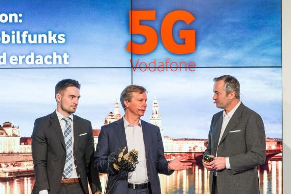 Während der 5G-Präsentation wurde ein Datenhandschuh gezeigt, der eine niedrige Latenzzeit benötigt. (Foto: Vodafone)