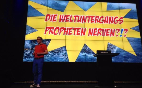 Mark Steier bei seinem Vortrag. )