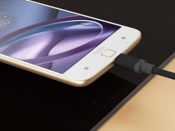 Der USB-Typ-C-Port dient beim Moto Z auch zur Übertragung von Audiosignalen. (Bild: Lenovo)