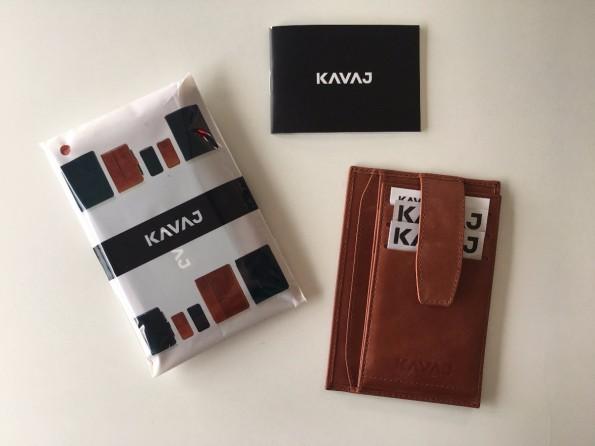 """Die auf Kundenwunsch ins Portfolio aufgenommene Brieftasche """"Munich"""". Kavaj verpackt jeden Artikel in einen gebrandeten Polybag und legt Produkthinweise und eine Gutschein-Empfehlungskarte bei. (Foto: Kavaj)"""