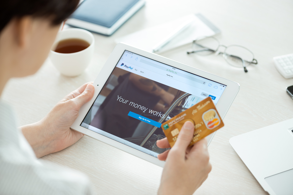 Die liebsten Bezahlwege der Deutschen: Online-Shops rüsten beim Rechnungskauf auf