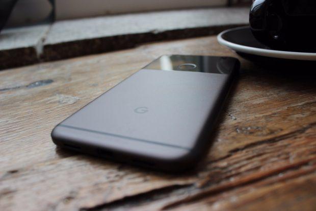 Mit dem Pixel und XL positioniert Google sich erstmals als Smartphone-Hersteller. (Foto)