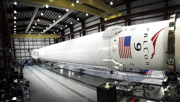 Mit einer Falcon-9-Rakete will SpaceX Satelliten in die Umlaufbahn schießen. (Bild: SpaceX/Flickr)
