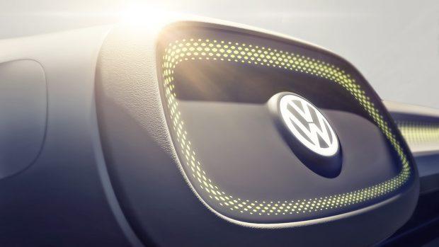Das VW-Logo im Innenraum. (Bild: VW)