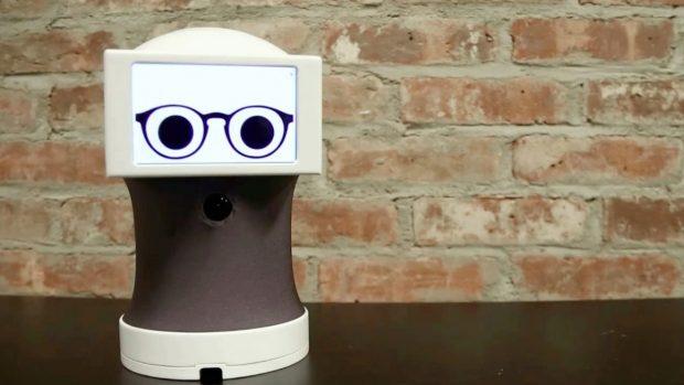 Peeqo ist ein sprachgesteuerter Roboter-Kopf, der Eingaben mit GIFs beantwortet. (Screenshot: peeqo.com)