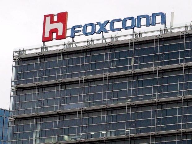 Der iPhone-Bauer Foxconn will zukünftig ganze Fabriken automatisieren. (Foto: dpa)