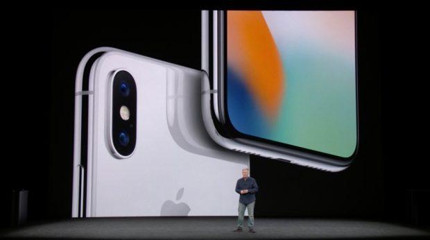 Zuruck Zur Ruckseite Des Gerats Sie Besteht Wie Die Der Neuen IPhone 8 Modelle Aus Glas Im Unterschied Zu Den 8ern Ist Das In Einen Edelstahlrahmen