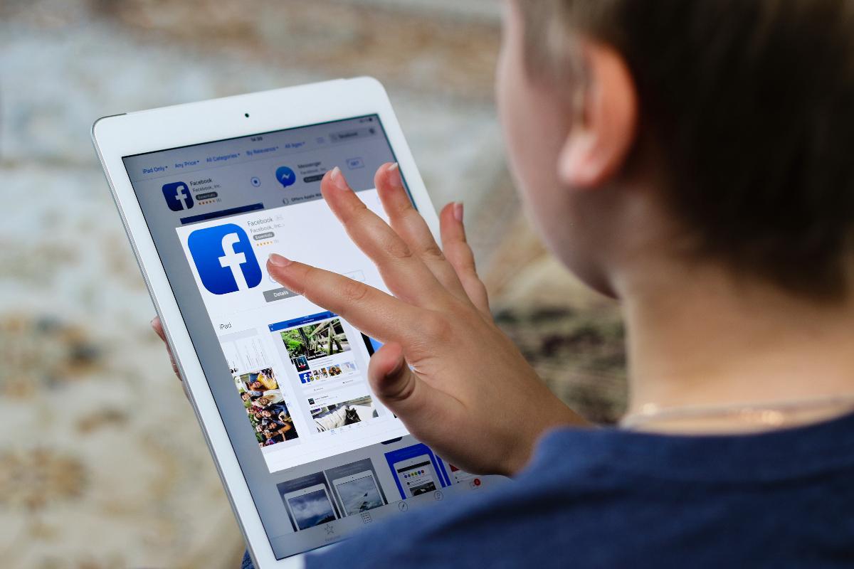 """Willst du, dass deine Mutter das liest? – Facebook will mit """"Youth Portal"""" sensibilisieren"""