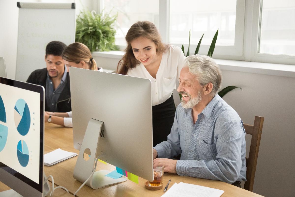 Reverse Mentoring: So machst du junge Mitarbeiter zu Mentoren älterer Kollegen