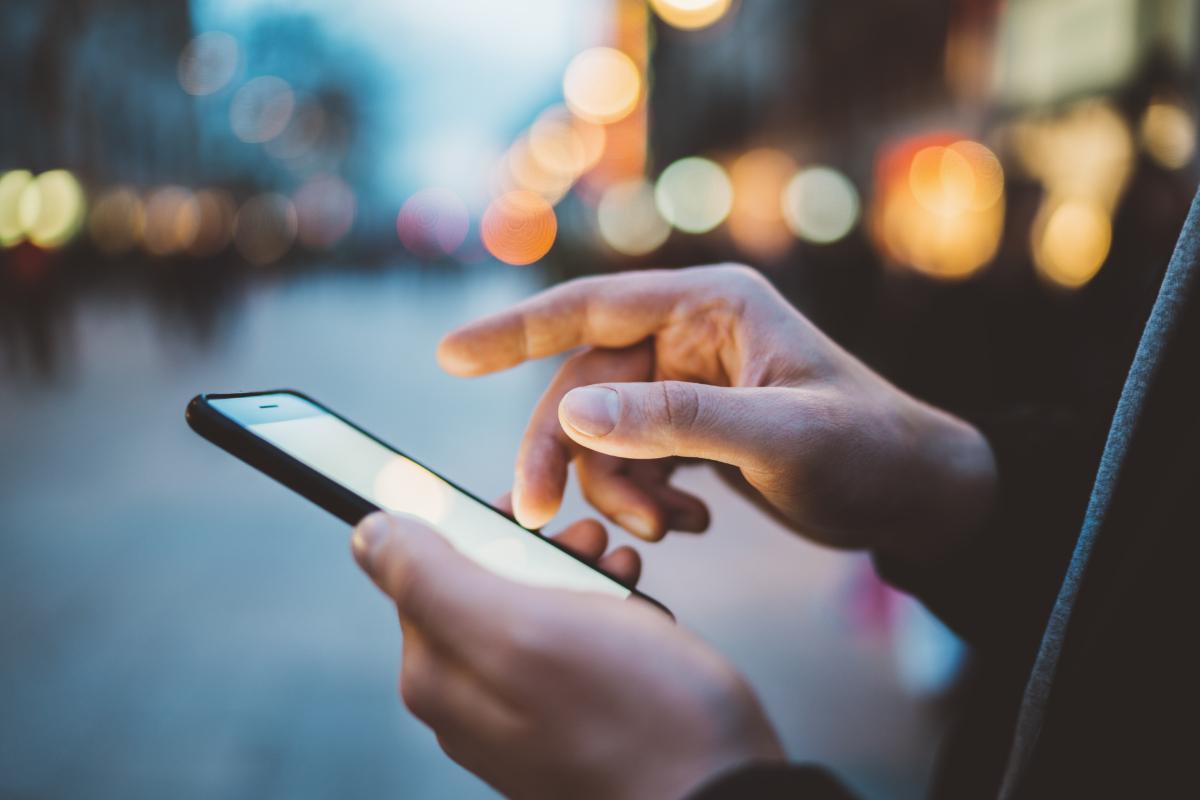 Jugendliche äußern Kritik am Internet – sie nutzen Social Media mit zunehmender Skepsis