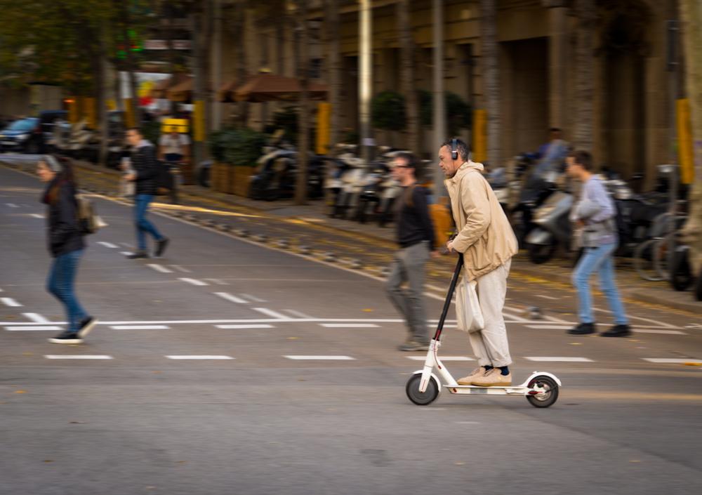 Städte wollen Chaos mit mietbaren E-Tretrollern vermeiden