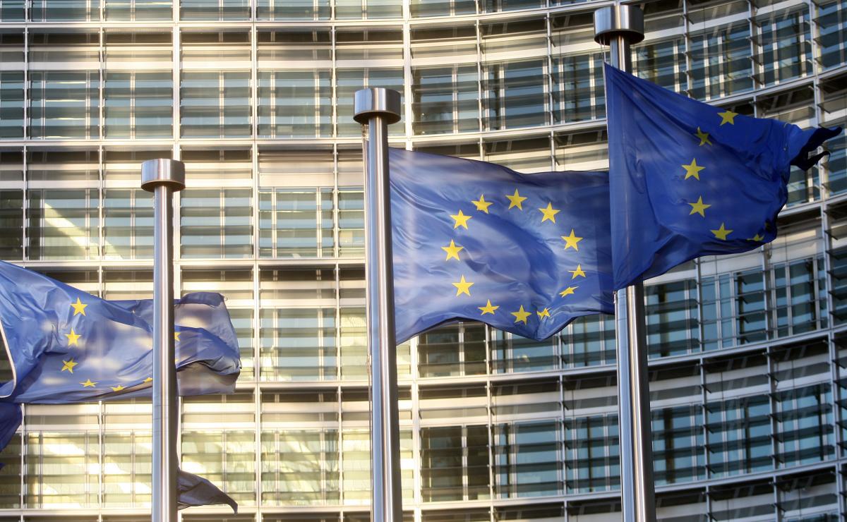 Digitale Demokratie: EU-Kommission plant strengere Regeln für Plattformen