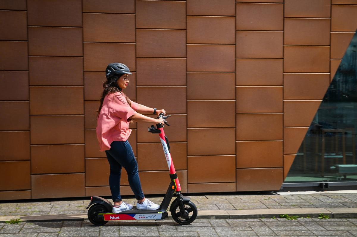Unfallauswertung: E-Scooter-Fahrer sollten dringend einen Helm tragen