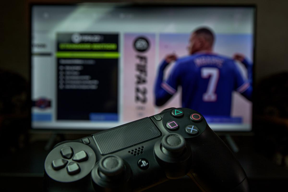 Abzocke mit Fifa Final Crew: Das soll wirklich hinter der PS4-Mining-Farm stecken