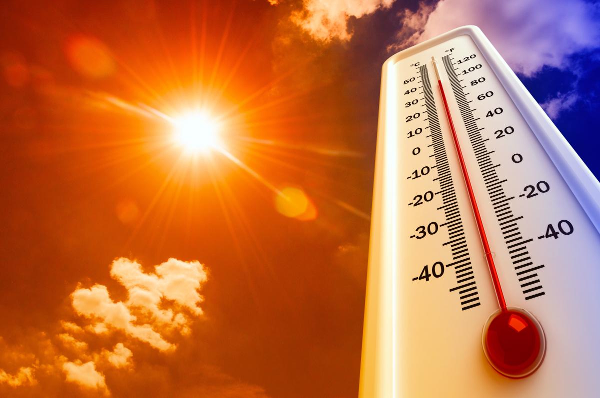 Für heiße Sommertage: Spiegelartiger Stoff soll Träger:innen um 5 Grad abkühlen