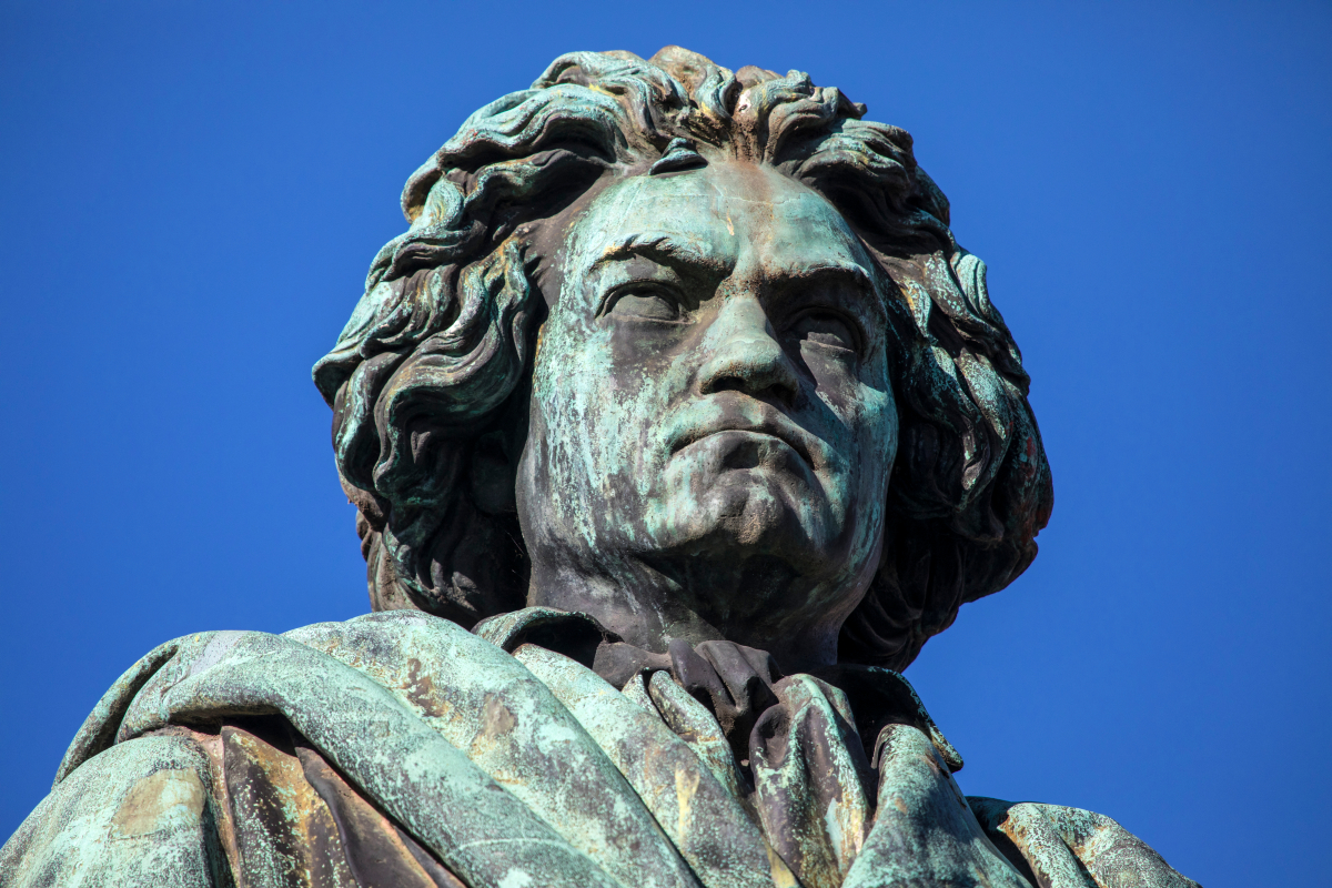 AI composition: Beethoven's tenth symphony accomplished after 194 years thumbnail